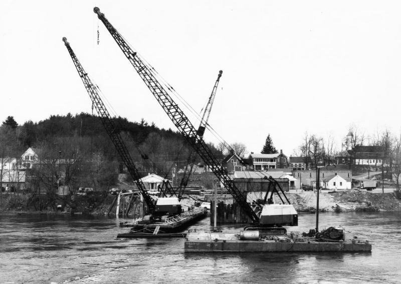 Building Memorial Bridge